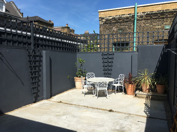 Dark grey paited trellis